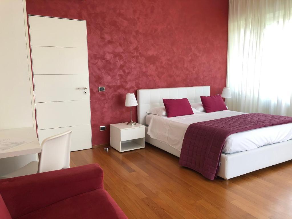 Camera Matrimoniale Deluxe con Vasca Idromassaggio e Terrazza - B&B Il Giardino Segreto